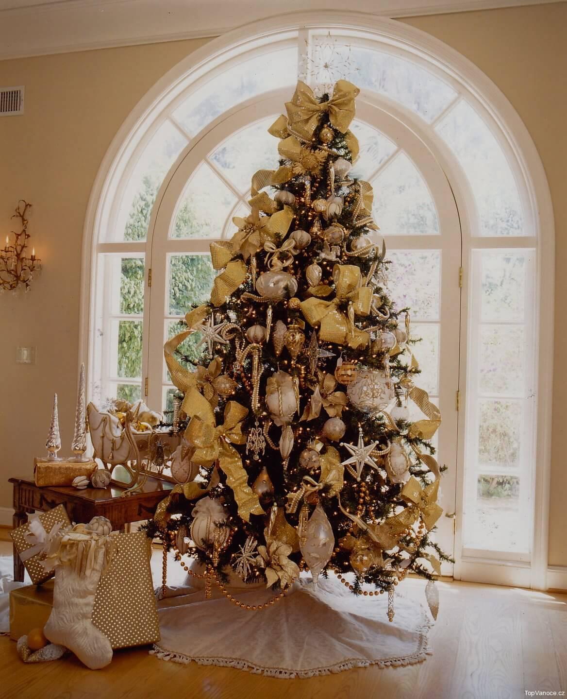 дизайнерские новогодние елки фото выглядят очень милыми